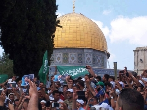 Palestinians demonstrate on Jerusalem's Temple Mount against the removal from power of Mohamed Morsi in Egypt, July 19, 2013.