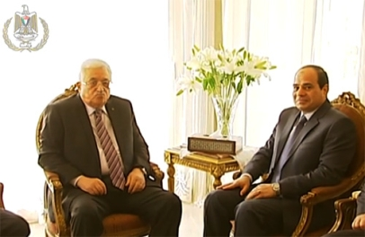 An uncomfortable moment during an April 2014 meeting between PA President Abbas and Egyptian President Sisi. (Image source: Video from President Abbas' Office)